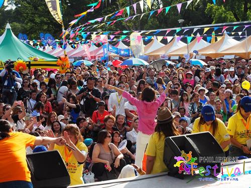 フィリピン著名歌手による音楽ステージ