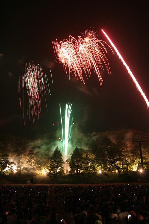 音楽と花火を芸術的に融合させた同大会の代名詞・永山大照明