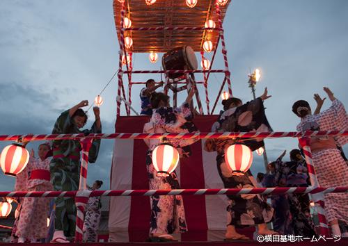夕暮れ時からは恒例の盆踊り大会