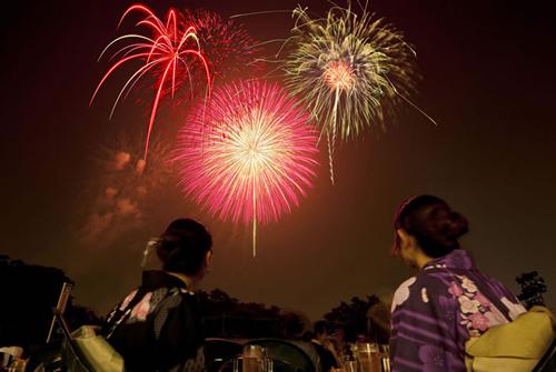 所沢の夏の風物詩・西武園ゆうえんちの花火大会が8月1日からスタート!今年は計10日間