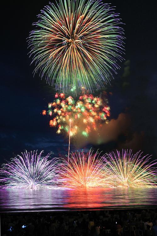 「第67回 鎌倉花火大会」が7月23日(木)に由比ヶ浜&材木座ビーチで!名物「水中花火」は必見!