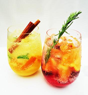 ラム酒をベースにフルーツをミックスした「シーサイドラムパンチ」 800円(税込)