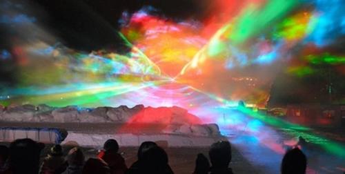 横須賀ソレイユの丘の夜空に幻想的なオーロラが出現!8月1日(土)~8月23日(日)まで