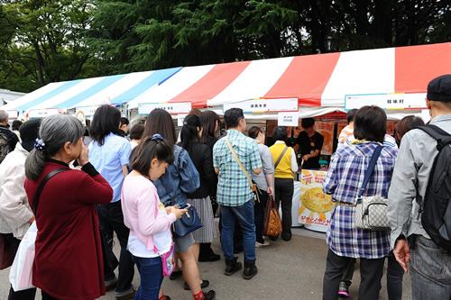 チジミやビビンバ、トッポギなどのおなじみの韓国料理も勢揃い