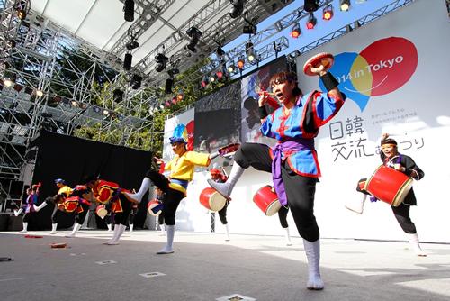 日韓交流ステージ8 沖縄エイサー(琉球國祭り太鼓)