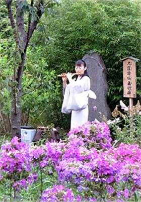 昨年の篠笛の演奏の様子 演奏者は坂本真理氏(横笛奏者)