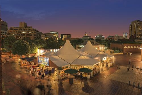 「時計広場 サマーテラス」夕涼みにぴったり!カップルやグループなどでどうぞ