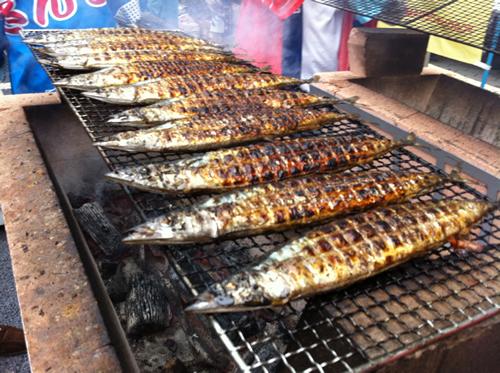 「目黒のさんま祭り」が2015年9月6日(日)に開催 - 岩手県宮古漁港直送の新鮮さんま6,000匹を炭焼きで振る舞い