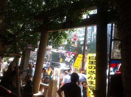 JR目黒駅を降りてすぐ、目黒通りと誕生八幡神社周辺で10時~14時(予定)開催