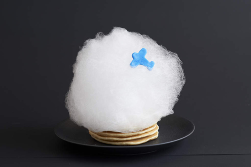 クラウドスイーツ「CLOUD 飛行機雲パンケーキ with オリジナルシトラスチョコレートソース」¥1200