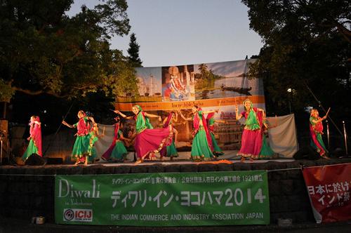 インド料理と音楽の野外フェス「ディワリ・イン・ヨコハマ2015」が横浜山下公園で10/17、18(土日) に