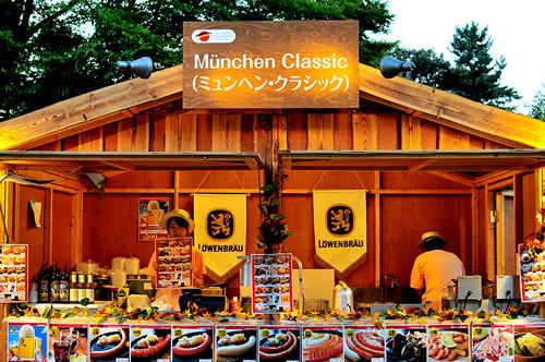 ビール、ソーセージ、ドイツ料理などの飲食ブース