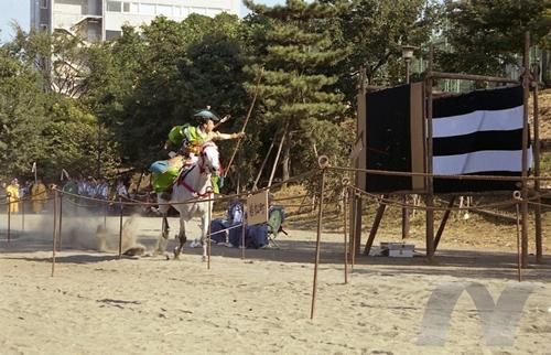 高田馬場 流鏑馬(やぶさめ) ©一般社団法人新宿観光振興協会