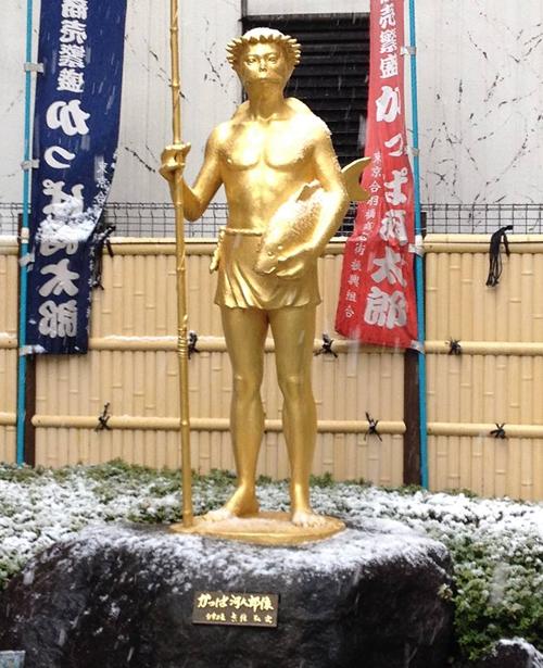 かっぱ橋道具街の誕生90年を記念して建てられたシンボル像「かっぱ河太郎」