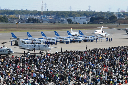 2015年も航空自衛隊の松島基地に所属する曲芸飛行チーム「ブルーインパルス」の参加、展示飛行を予定。