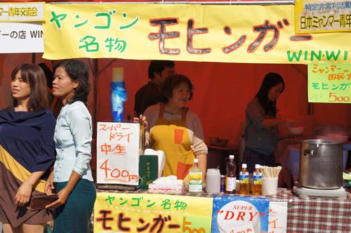 代表的なミャンマー料理モヒンガー ライスヌードルと魚介スープが絶品