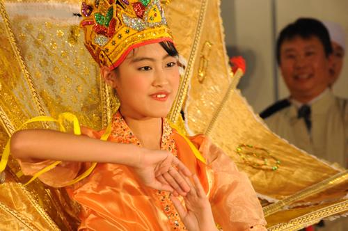 ミャンマーの伝統舞踊や音楽のパフォーマンス