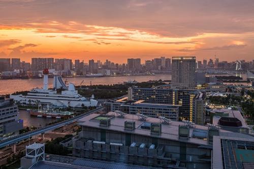夕暮れ時の美しい東京湾