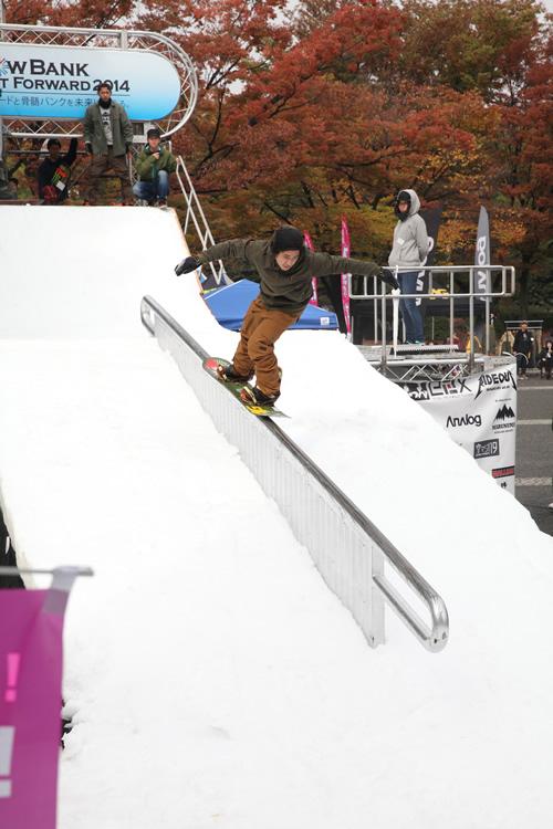 プロスノーボーダーの滑走演技