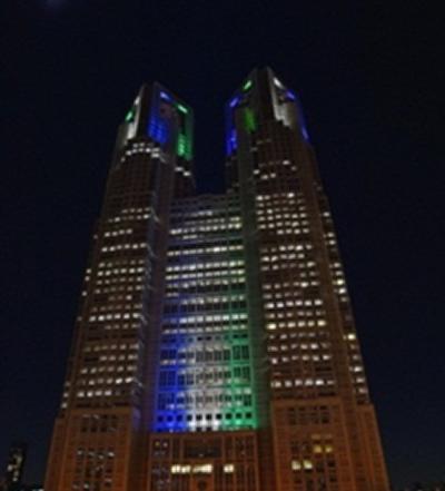 東京都庁が「ラグビーW杯 2019日本大会」のPRで青・白・緑の3色にライトアップ - 10/24(土)から11/1(日)まで