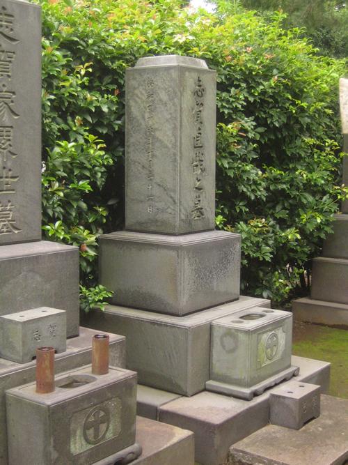 青山霊園にある志賀直哉の墓 ©Lombroso