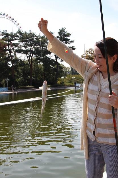 みんなで釣りを楽しもう!釣具等のレンタルもあるので手ぶらでもOK