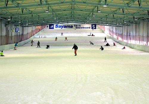 場内の雪は人工造雪システムによりいつでも良好なコンディションで滑れる
