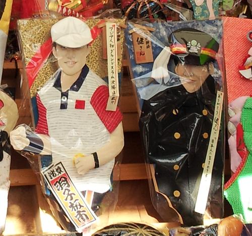 昨年の羽子板には、アジア人初の全米オープン決勝進出を果たした錦織選手や先頃亡くなった高倉健さんの羽子板が見られた。さて2015年は誰の羽子板が登場?