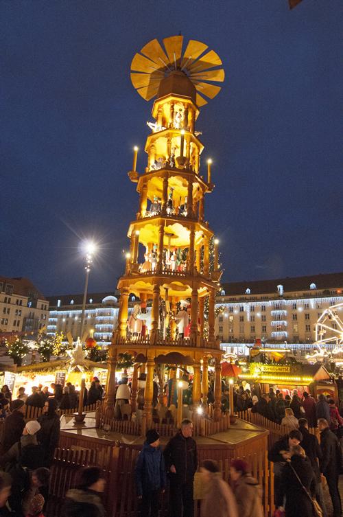 ドイツ・ドレスデンのクリスマスマーケットで設置されている高さ14mの「クリスマスピラミッド」が日本初上陸