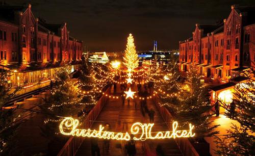 イルミと19台の木の屋台!横浜赤レンガ倉庫で「クリスマスマーケット2015」を11/28(土)~ 12/25まで開催 画像は © FILM HOUSE AMANO STUDIO