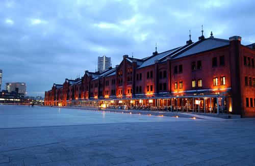 夕暮れ時の横浜赤レンガ倉庫