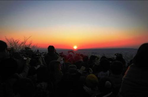 飯能 天覧山から望む初日の出