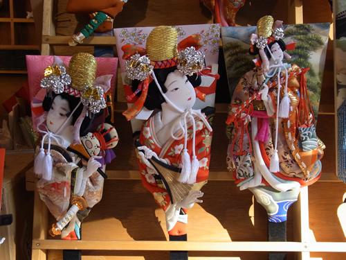 毎年12月17日、18日、19日の3日間、浅草寺境内で開かれる羽子板市  画像:公益財団法人 東京観光財団提供